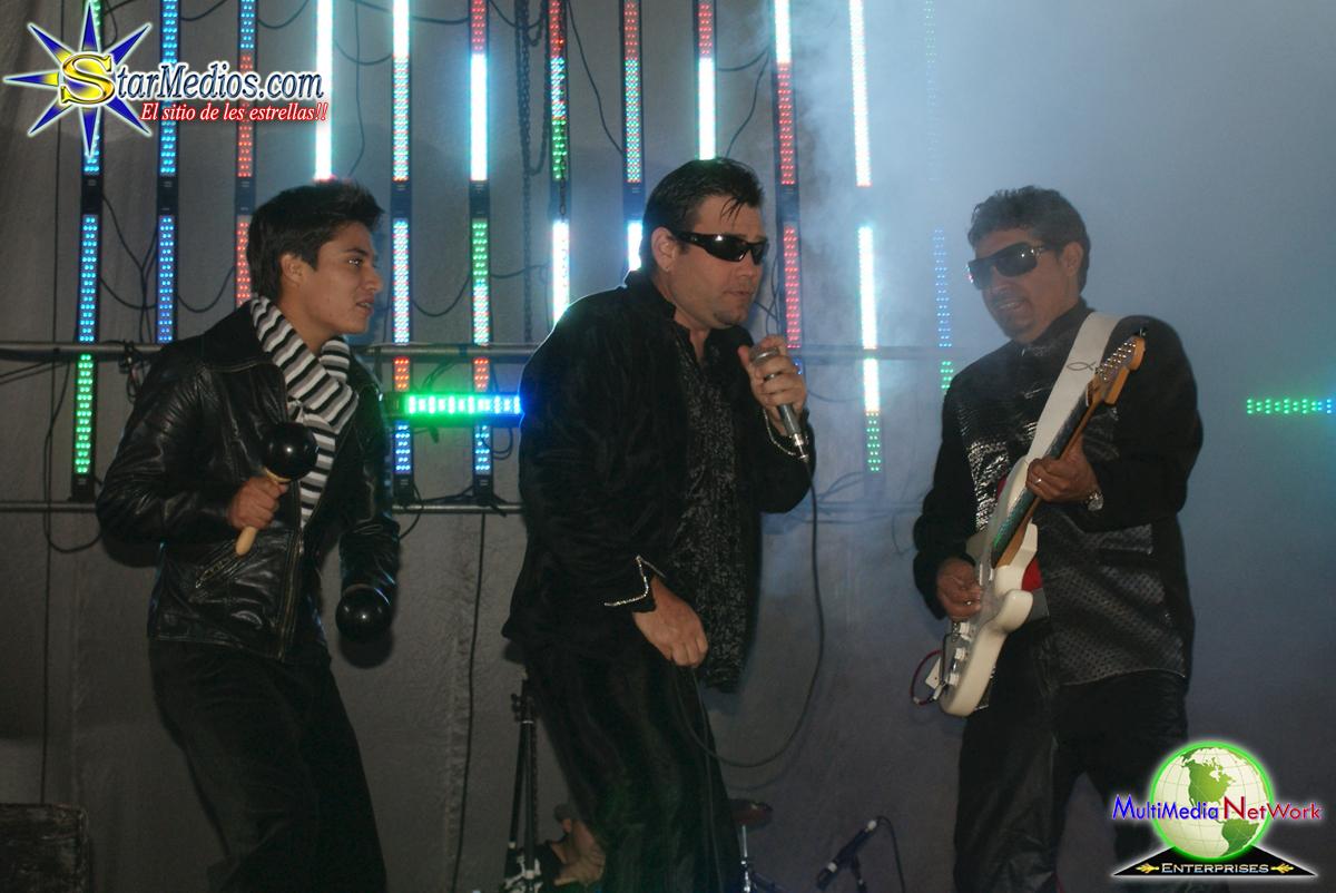 grupo mojado actuando en vivo